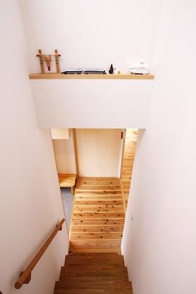 飾り棚のある階段