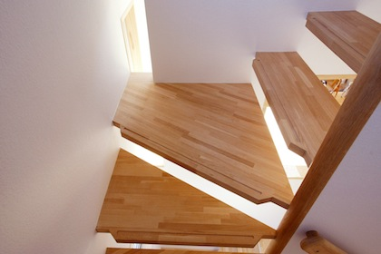 気配の伝わる階段